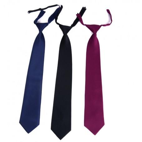 Corbata con nudo y clip