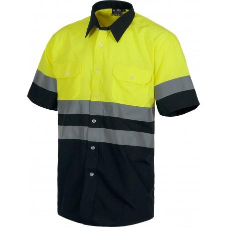 Camisa manga corta combinada con 2 bolsos de pecho y con cintas reflectantes.C3811